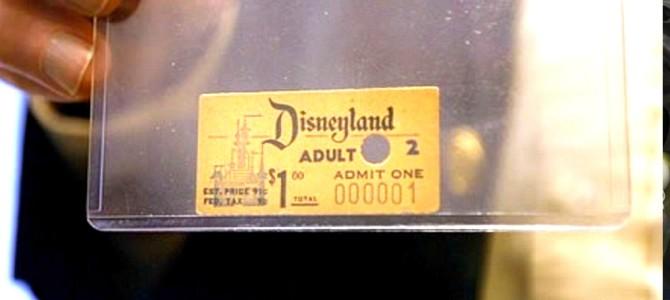 Presentan el primer boleto vendido de Disneyland