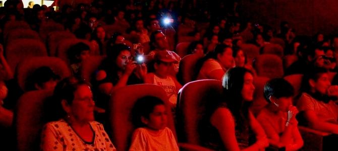 Conversación y música en el auditorio HobbyCon